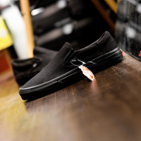 Sepatu Sneakers Vans Slip On Classic All Full Triple Black Original