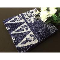 Kain batik tulis lasem motif sarung dasar putih navy