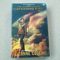 Novel The hunger games catching fire by Suzanne Collins (Buku asli)