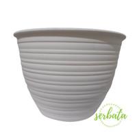 Pot bunga / pot plastik / tawon putih 15 cm