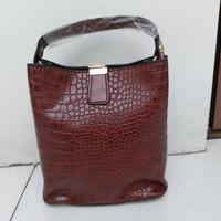 Tas Casual / Handbag Wanita pola Retro Buaya - Dark Brown