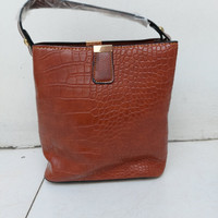 Tas Casual / HandBag Wanita pola Retro Buaya- Light Brown