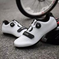 2020 Gaya Baru MTB Bersepeda Sepatu Pria Bernapas Sepatu Balap Sepeda