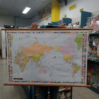peta bingkai gantung dunia dan bendera negara