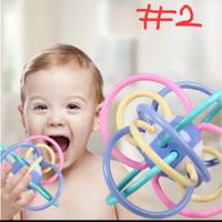 Mainan rattle teether bola bayi warna