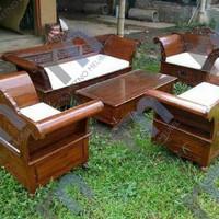 satu set kursi tamu Madura , terbuat dari kayu jati perhutani