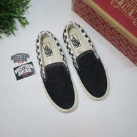 SEPATU VANS SLIP ON SIDEWALL CHECKERBOARD BLACK WHITE