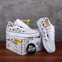 Sepatu Vans Oldskool x Peanuts Snoopy Joe Cool Multi True White
