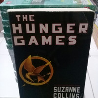 NOVEL IMPORT. THE HUNGER GAMES SUZANNE COLLINS