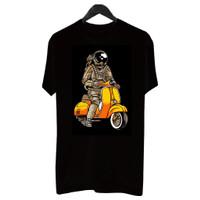 BF004 Kaos Distro Pria T-Shirt Pria Kaos Pria Astronaut Riding Vespa