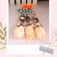 setangkai mawar/bunga plastik/ bunga mawar orens muda