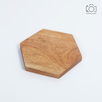 Tatakan Gelas Kayu Hexagon / Coaster Kayu Mahoni / Properti Foto