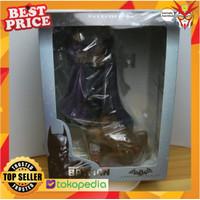 PVC Figure Batman Arkham Holding Joker Batman VS Joker DC Comics