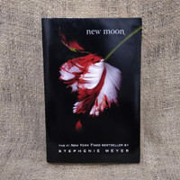 New Moon (Twilight Saga #2) by Stephenie Meyer novel preloved