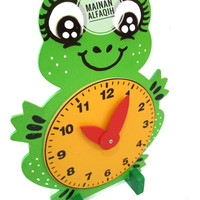 Mainan Edukasi Anak Jam Kayu Katak Lucu