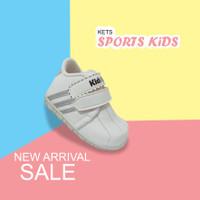 Sepatu Sneakers Anak Laki Laki Motif Perekat AF03