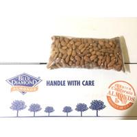 Kacang Almond Panggang 1kg Roasted Almond Blue Diamond