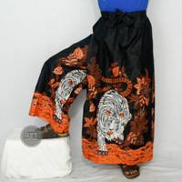 celana sarung batik motif macan