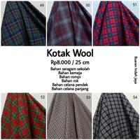 Kain Kotak Semi Wool