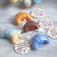 SQUISHY LICENSED mini croissant by Lian ( roti kroisan kecil ORI JAPAN