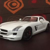 Diecast 1:18 Gt Autos Mercedes Benz SLS AMG