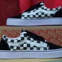 Sepatu Sneakers Shoes Cowok Cewek Vans OS Black White murah Casual