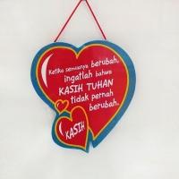 Hiasan Dinding Kayu Bentuk Love