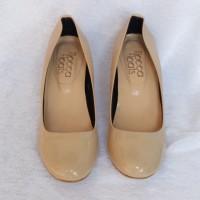 Sepatu Wanita Kilap Kitten Heels Cream