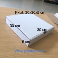 Kardus / box pizza / kaos / kemeja 30x30x5 cm PUTIH