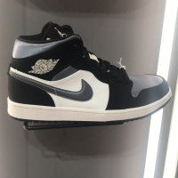 Air Jordan 1 mid SE Satin grey