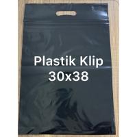 plastik klip pond ziplock hitam dengan ukuran 30 x 38 + 7 cm