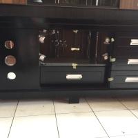 Bufet TV minimalis warna hitam