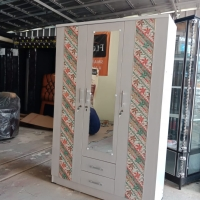 Lemari pakaian 3 pintu motif batik parang