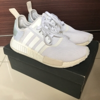 Sepatu Sneakers Wanita Adidas NMD R1 Putih
