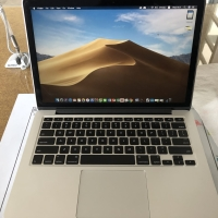 "Macbook Pro 13"" retina display late 2013 ramping cc rendah"