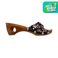 Dinara Klompen - Sandal Wanita Wedges Batik - Cokelat