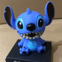Pajangan mobil bobble head Model Smiling Stitch