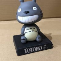 Pajangan mobil bobble head model smiling totoro