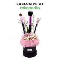 Blushing Brush Bouquet w/ 3pcs Brush Set