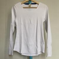 Preloved Kaos Wanita Lengan Panjang Merk H&M Putih