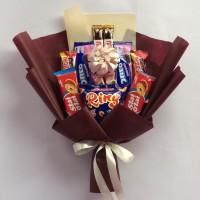 Buket bunga snack wisuda berkualitas maroon