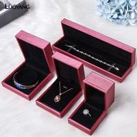Kotak Penyimpanan Bahan Kulit untuk Kalung / Cincin Pernikahan