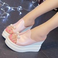 Sandal Selop Wedges Platform Open Toe Aksen Mutiara Elegan Untuk