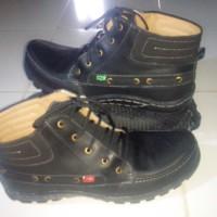 Sepatu Kickers Hitam Tali