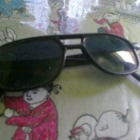 kacamata gaya warna hitam