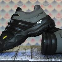 sepatu running,olahraga,sport,casual,sneakers, adidas terrex hitam