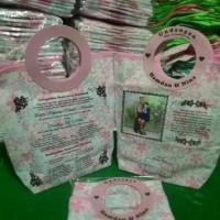 Undangan motif pink