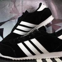 Sepatu Casual / Sepatu Kets / Running / Adidas SL Casual Hitam Putih