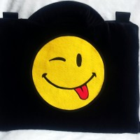 "Emoticon Wink Hitam 13-14"" softcase/tas laptop,netbook,notebook lucu"