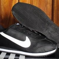 Sepatu Casual / Sepatu Kets / Running / Nike Cortez Hitam Strip Putih